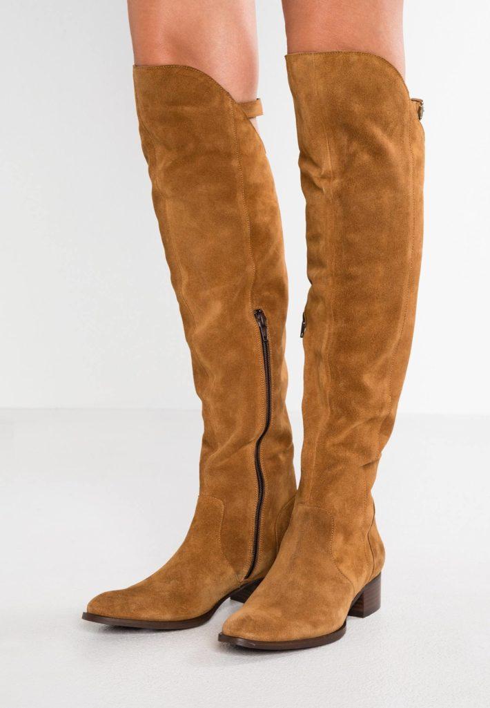 обувь осень-зима 2019-2020: ботфорты коричневые