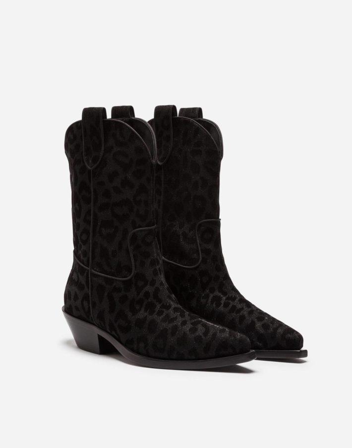 Женские ботинки с декором