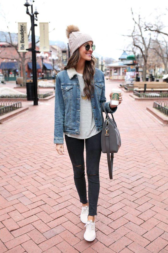 женские луки весна 2020: узкие рваные джинсы