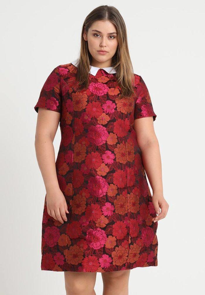 Бардовое платье в цветок миди