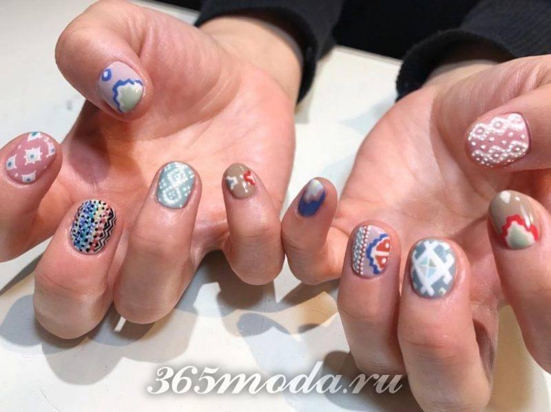 Новогодний рисунок на ногтях