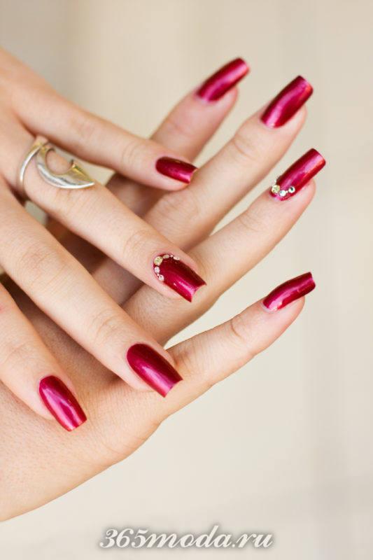 Бордовый дизайн ногтей шеллаком