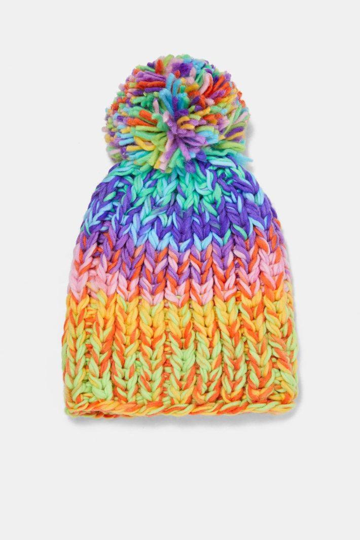 модные головные уборы осень-зима: Женская вязаная шапка цветная