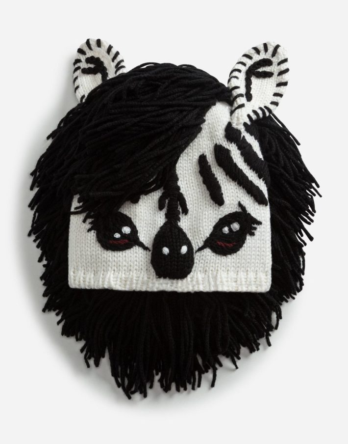 головные уборы: Женская шапка черная с животным
