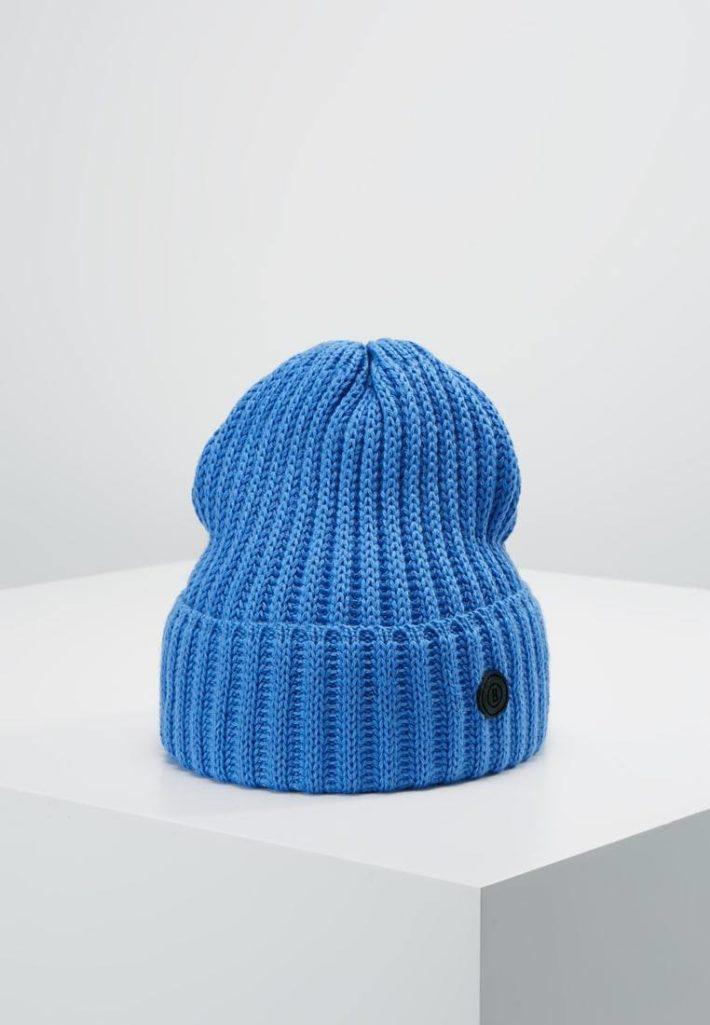 модные головные уборы осень-зима: Женская вязаная шапка синяя