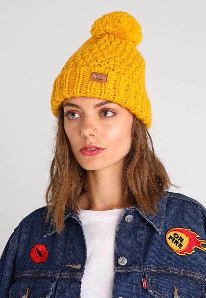 головные уборы: Женская шапка желтая