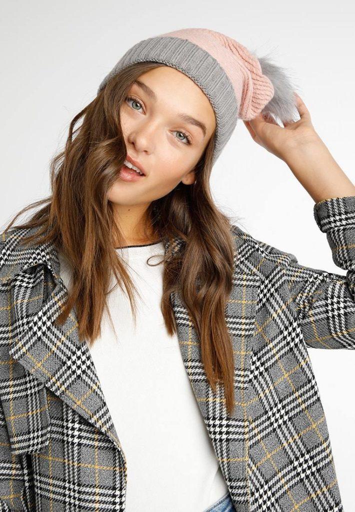 головные уборы: Женская шапка розовая
