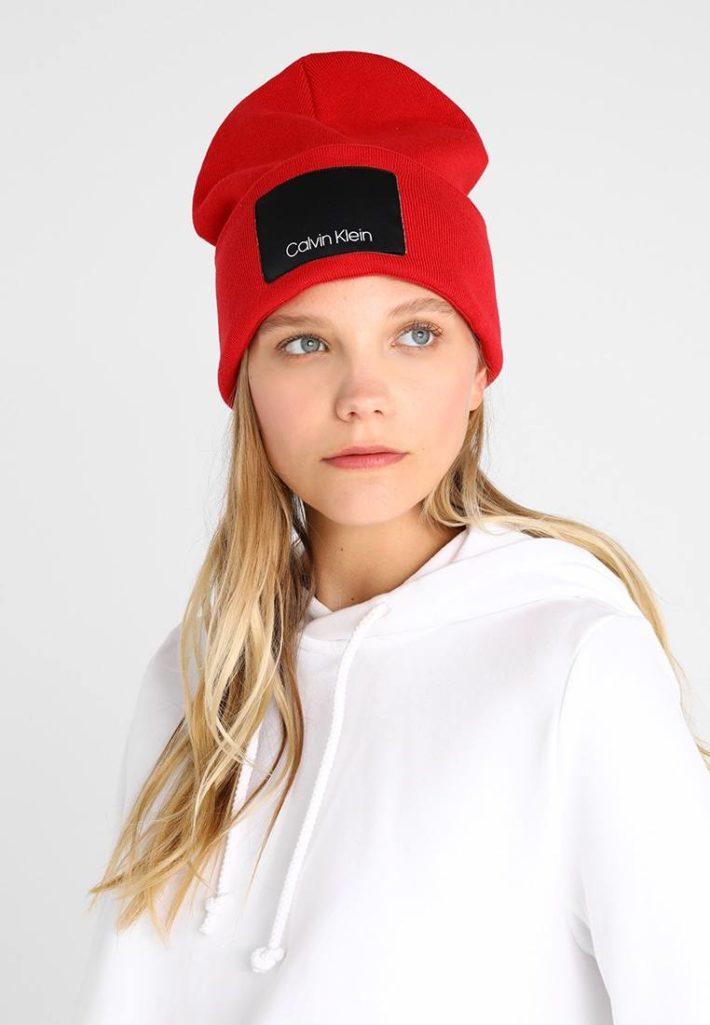 головные уборы: Женская шапка красная