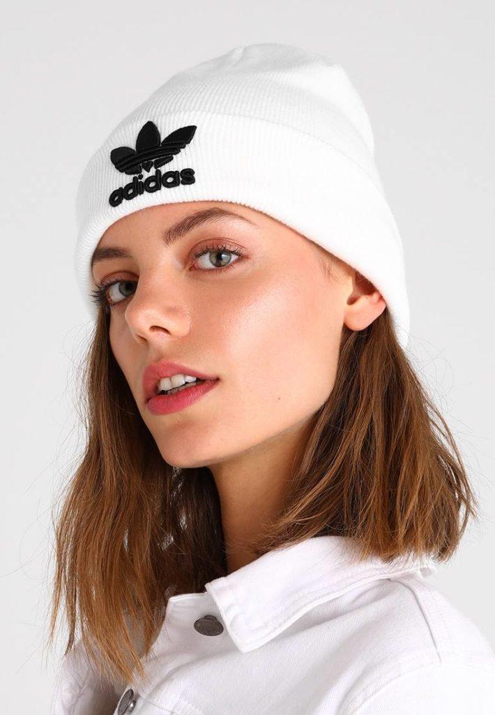 головные уборы: Женская шапка белая
