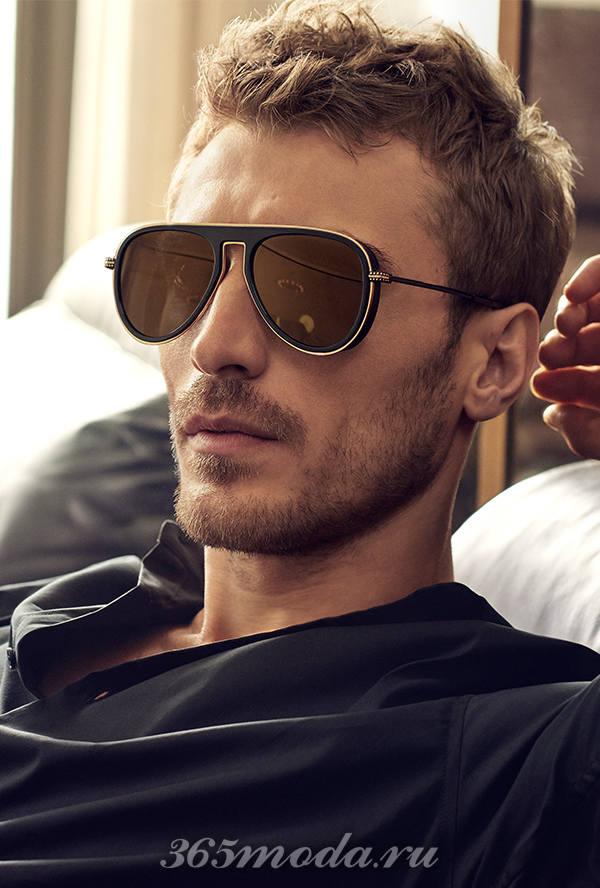 фото небритого мужчины в очках есть каждой