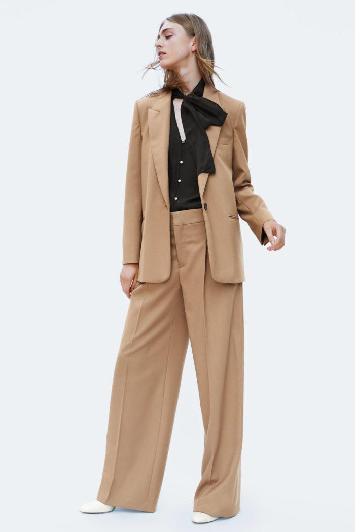 Женский бежевый пиджак