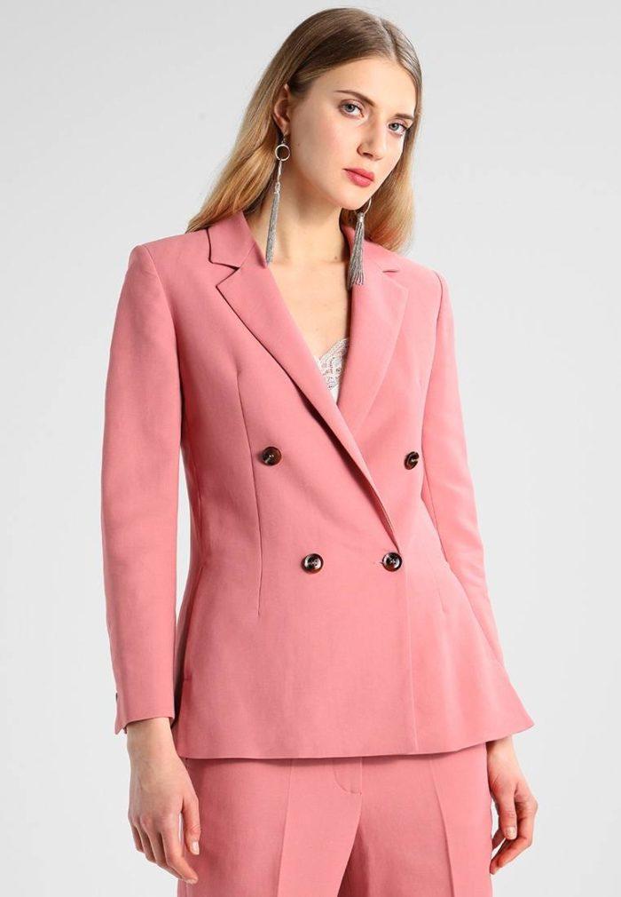 бледно-розовый коричневые пуговицы