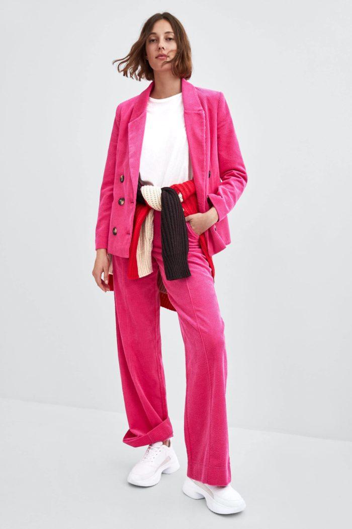 ярко-розовый черные пуговицы