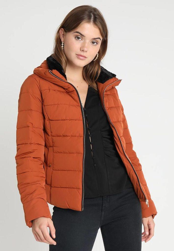 пуховик оранжевый