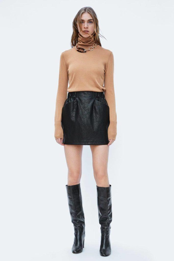 Стильный образ с мини юбкой