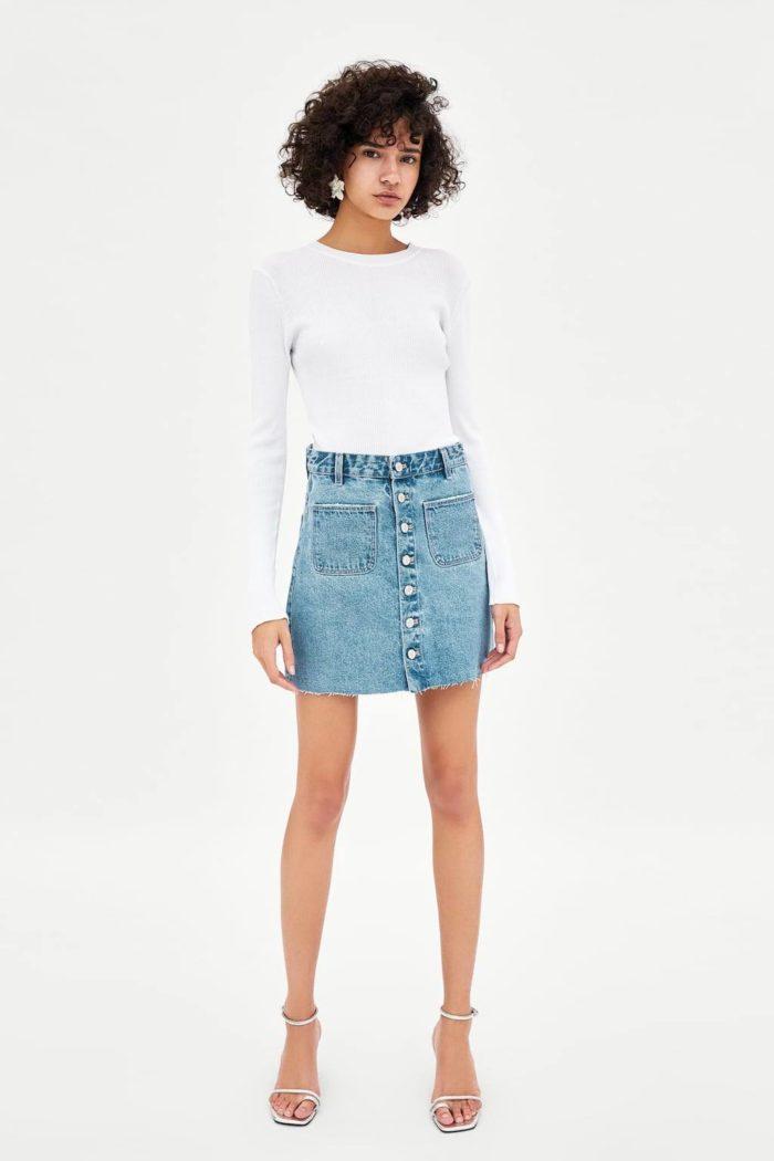 голубая джинсовая с пуговицами короткая