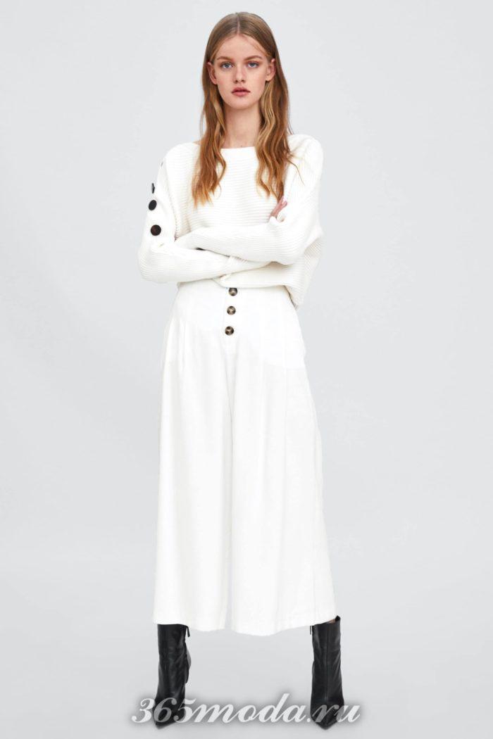 белые в виде юбки с черными пуговицами