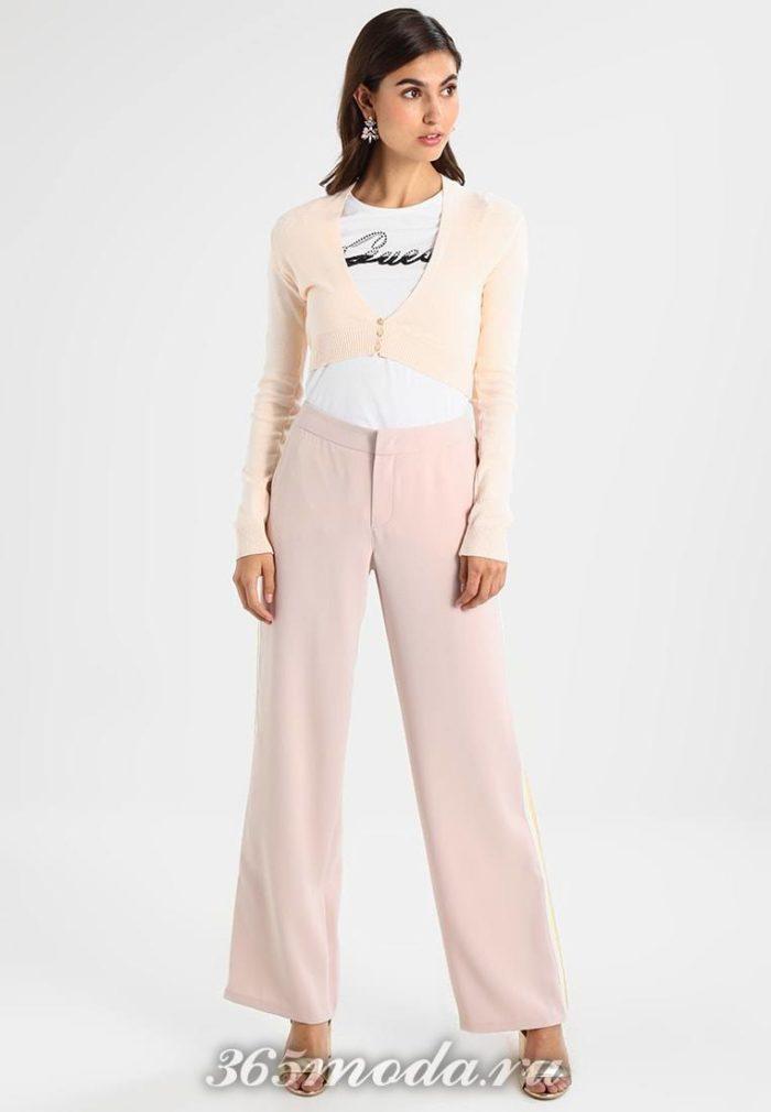 Расклешенные брюки розовые