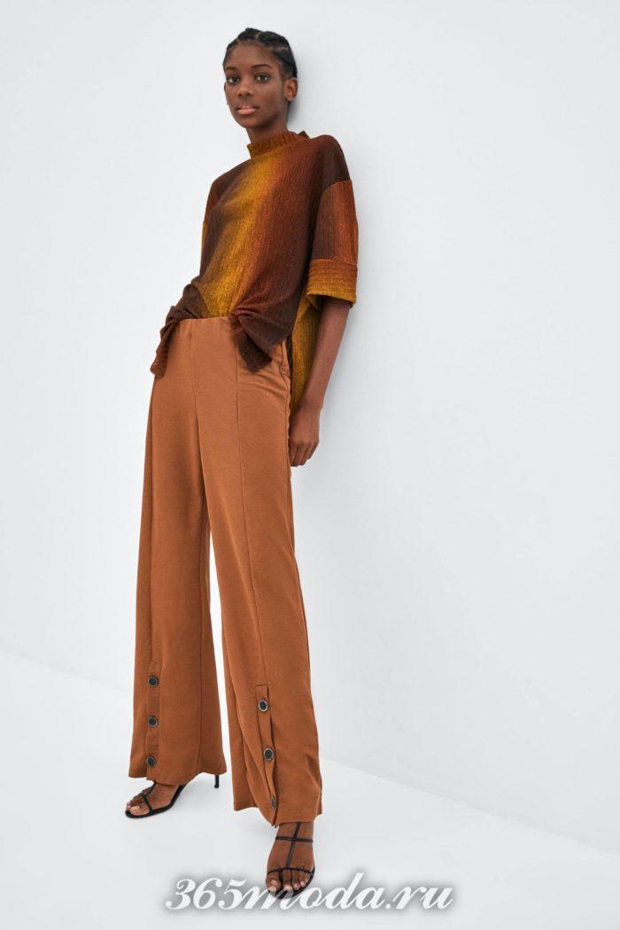 Расклешенные брюки коричневые