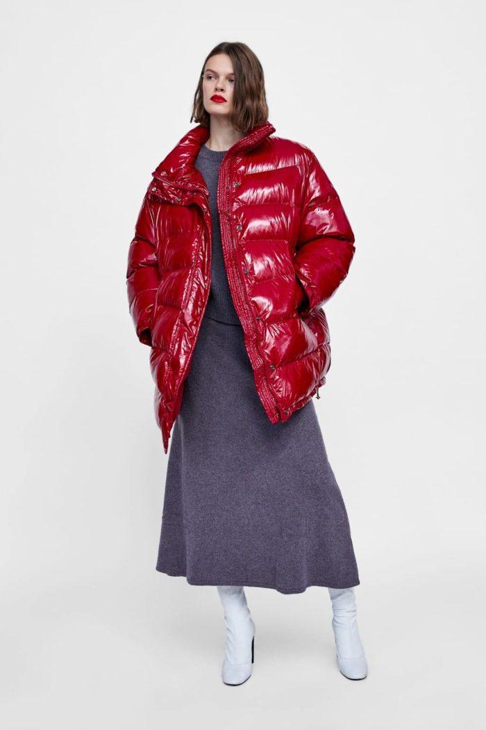 женский образ с красной курткой