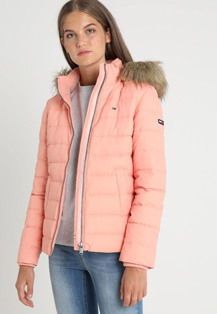 Женская куртка розовая
