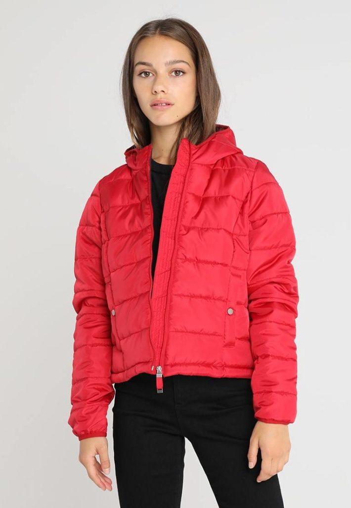 Женская куртка красная