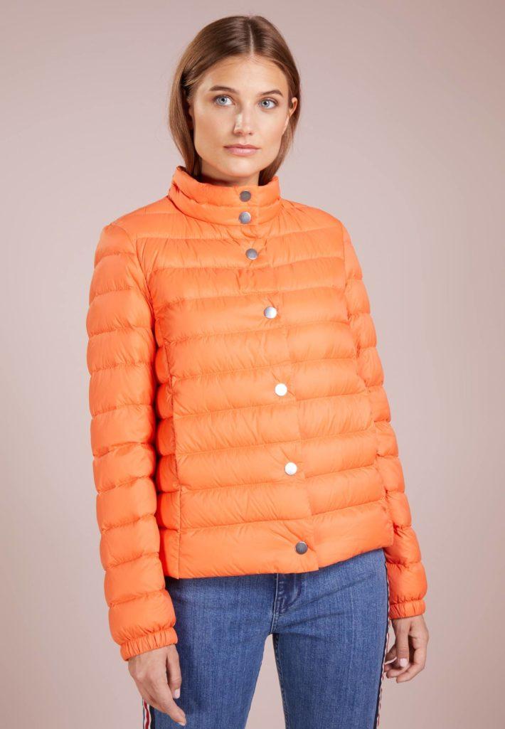 Женская куртка оранжевая