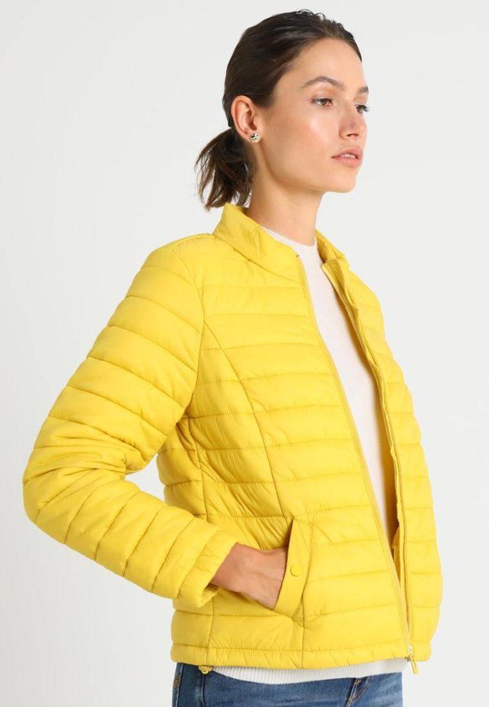 Женская куртка желтая