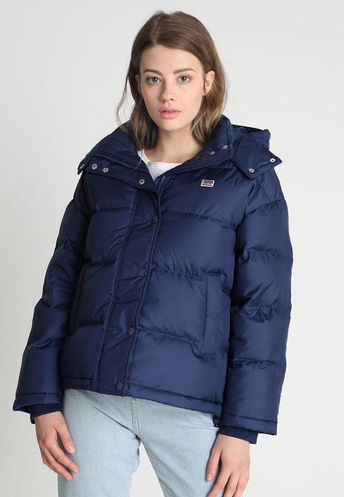 Женская куртка синяя