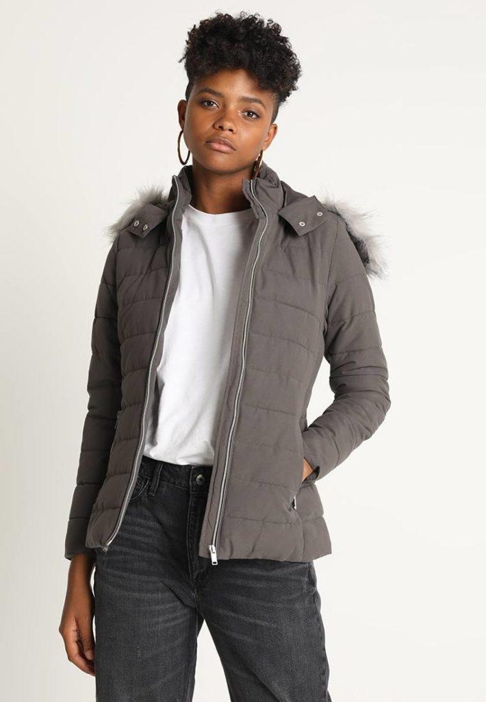 Женская куртка серая