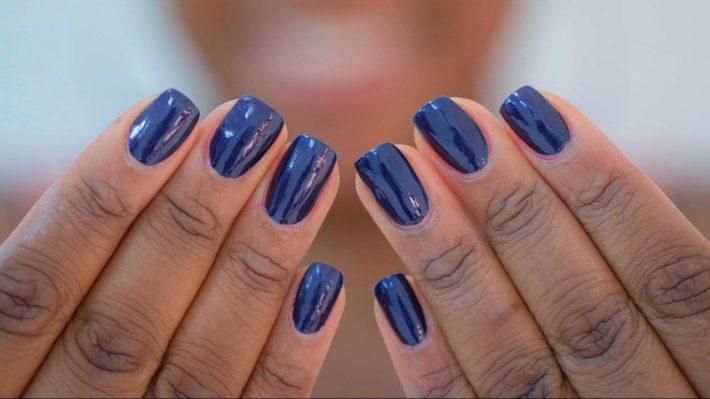 Темный дизайн ногтей гель-лаком осень-зима 2019-2020