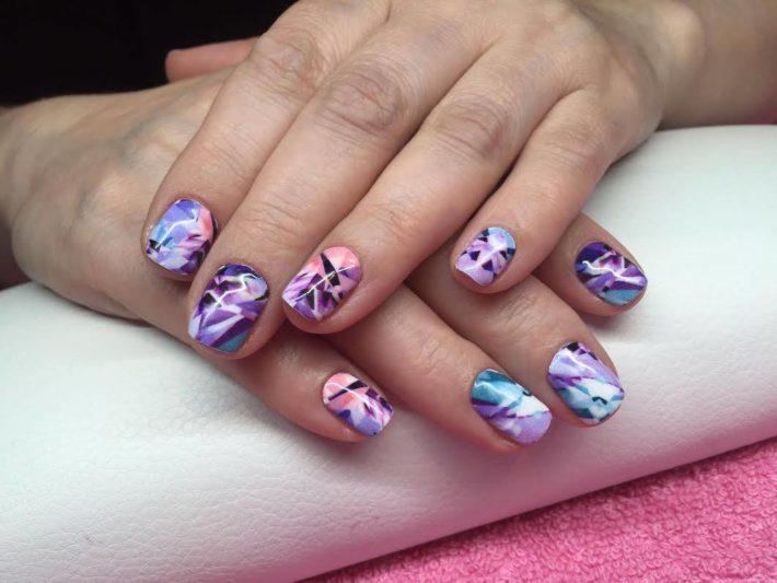 дизайн ногтей с наклейками