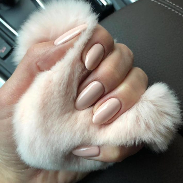 бежевый дизайн ногтей шеллак