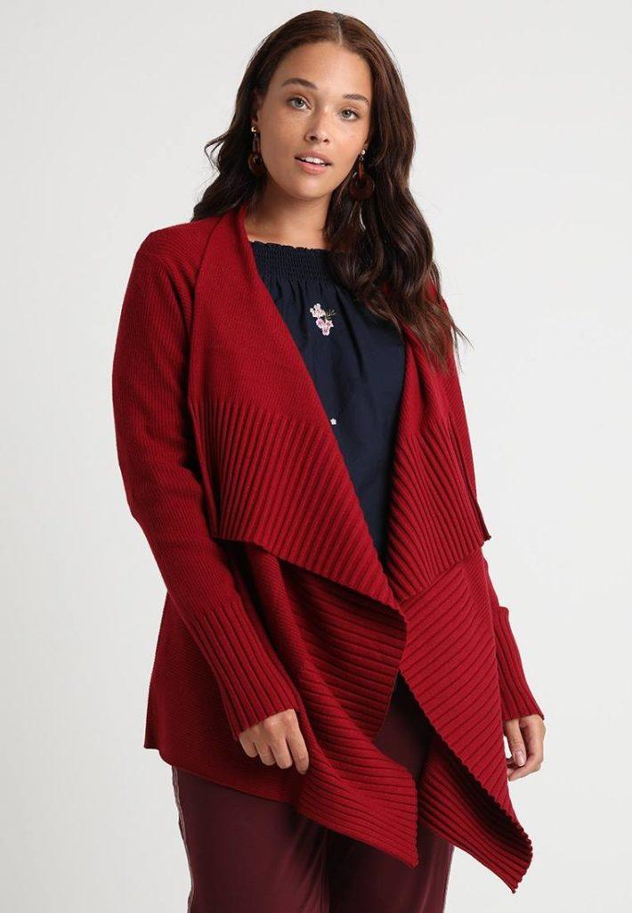 Женская кофта красная