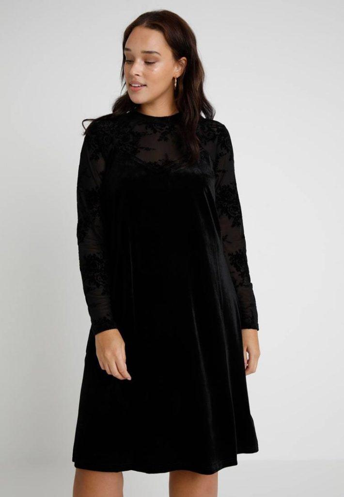 Платье для полных черное