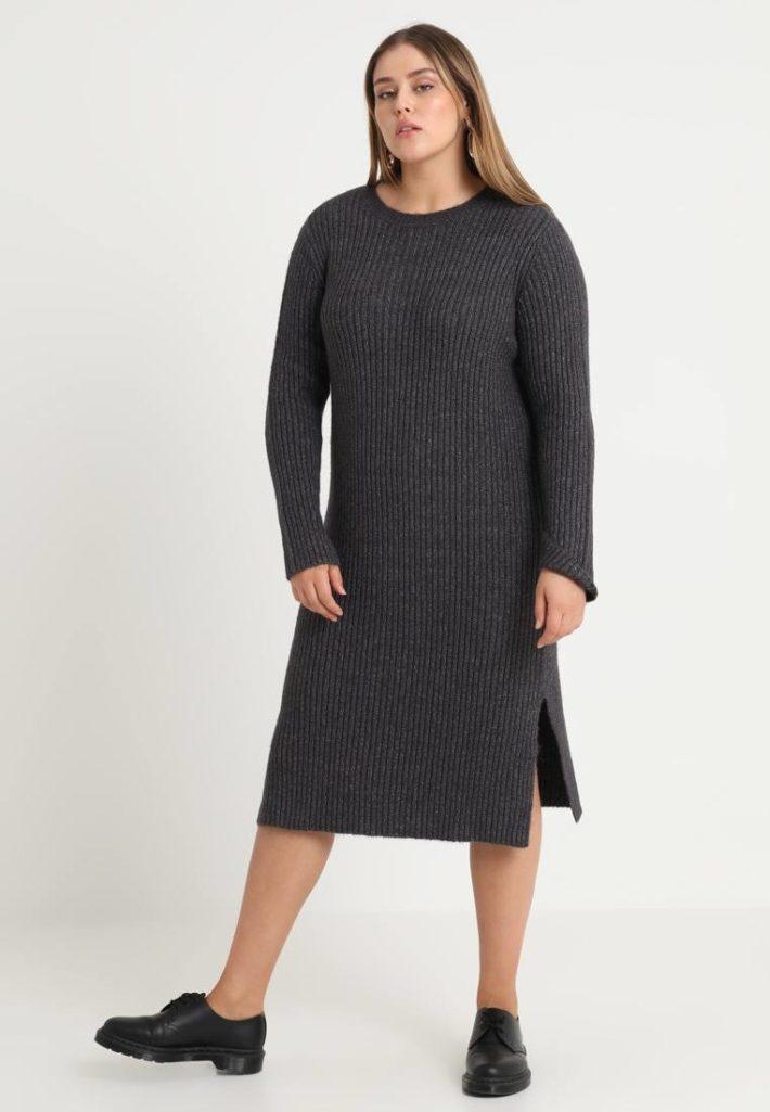 Платье для полных серое