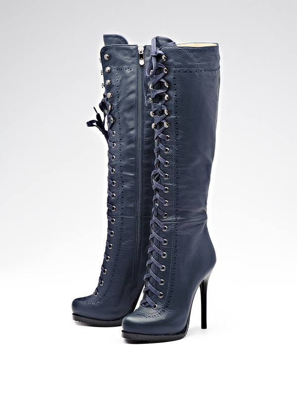 Женские сапоги на шнуровке