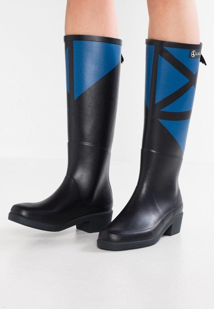 Женские сапоги черные с синим