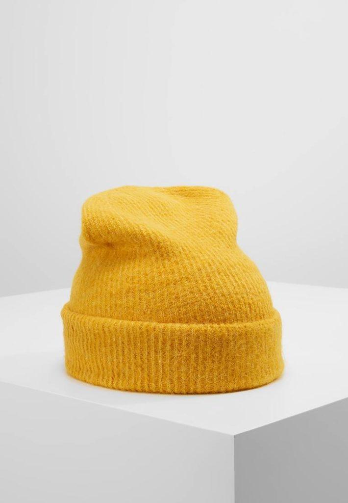 Женская шапка вязаная желтая