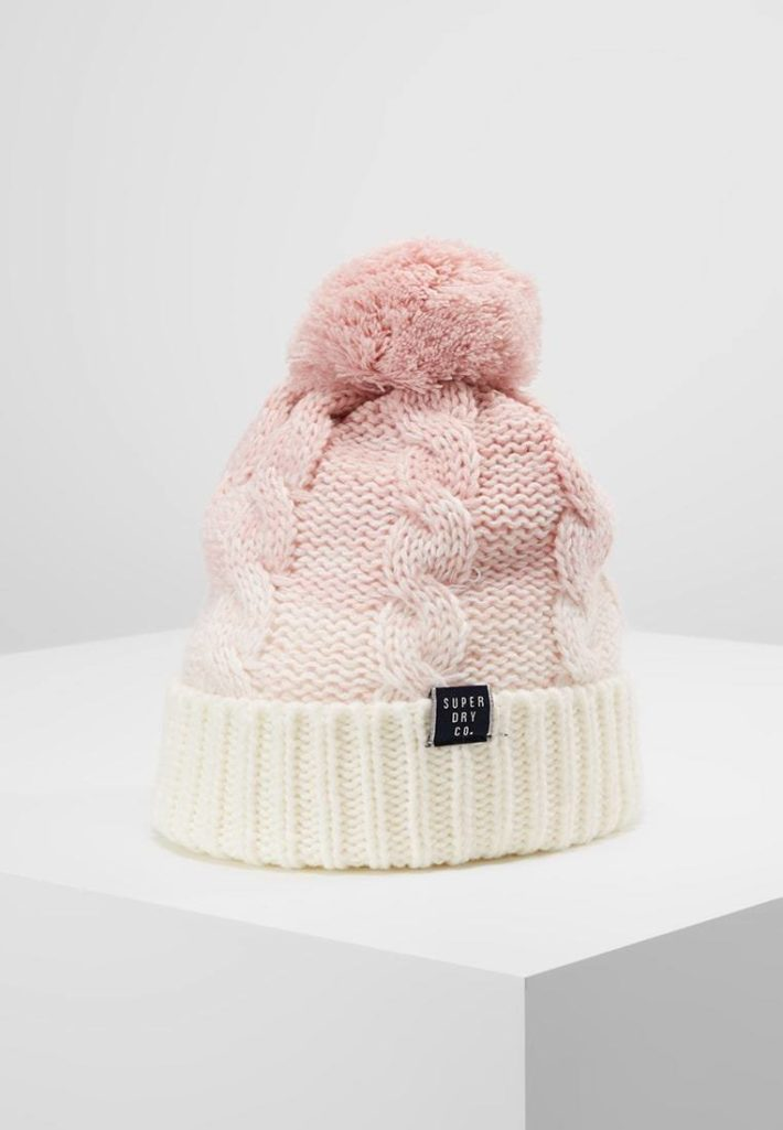 Женская шапка вязаная розовая