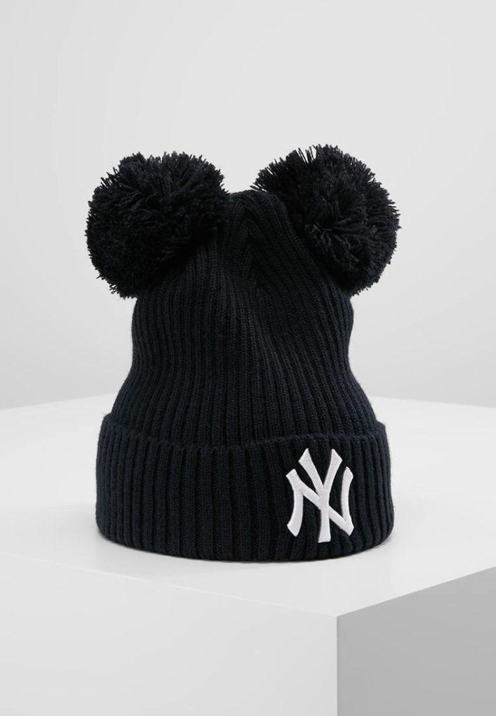 Женская шапка с помпонами= черная