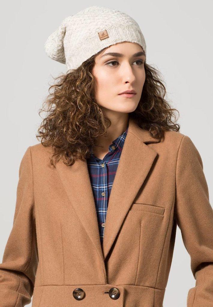 Женская шапка-бини бежевая