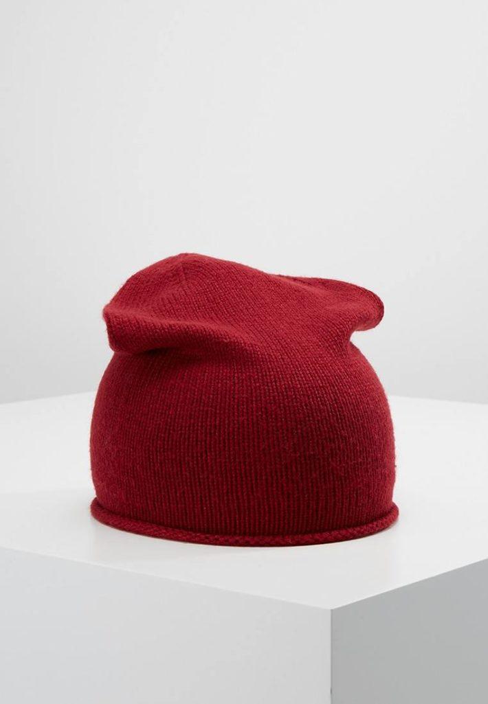 Женская шапка-бини красная
