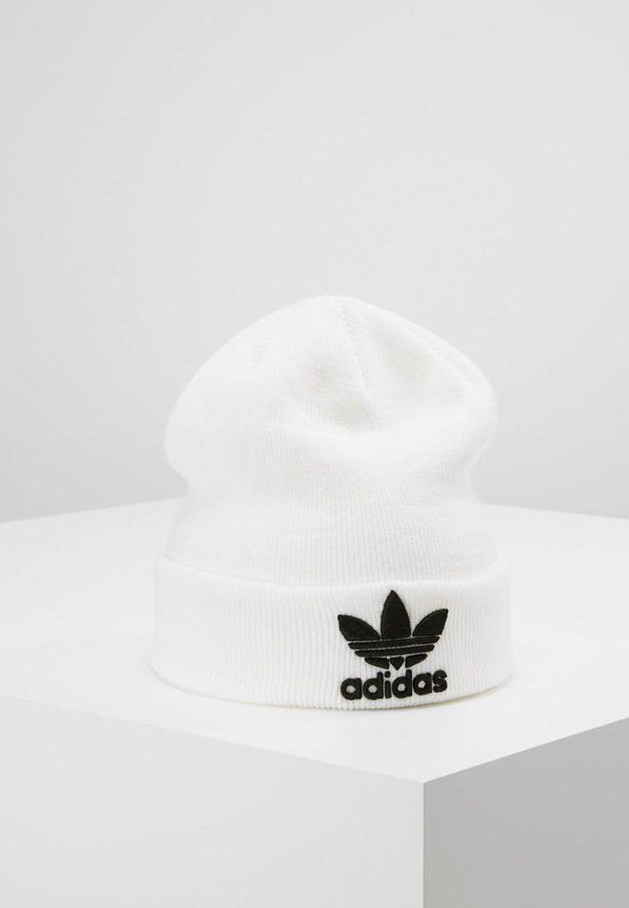 Женская спортивная шапка белая