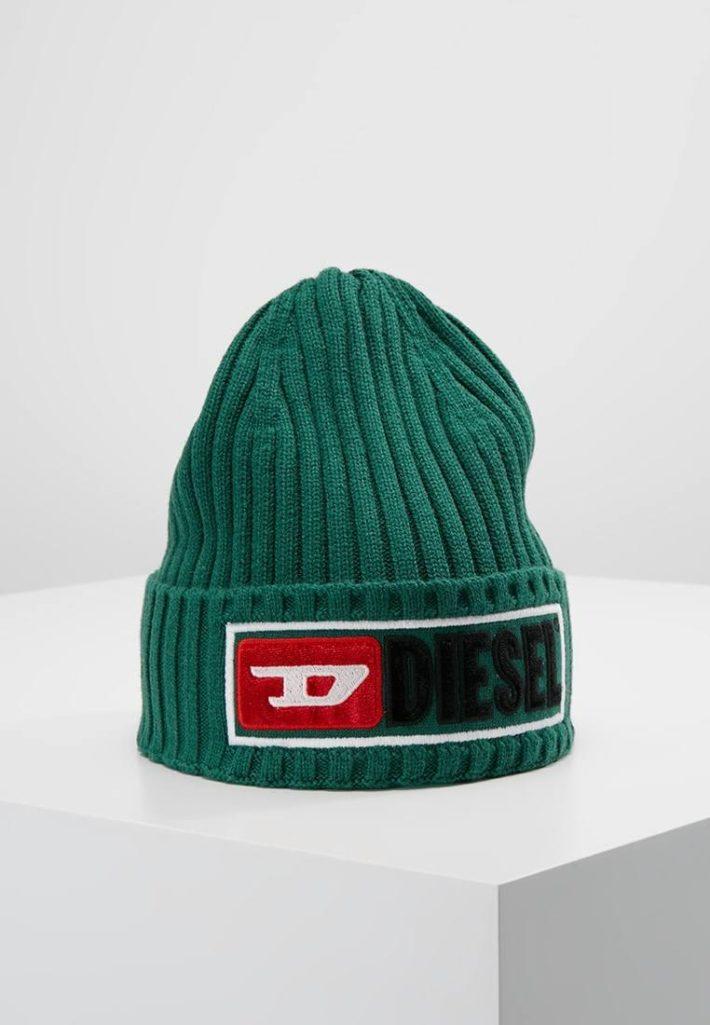 Женская спортивная шапка зеленая