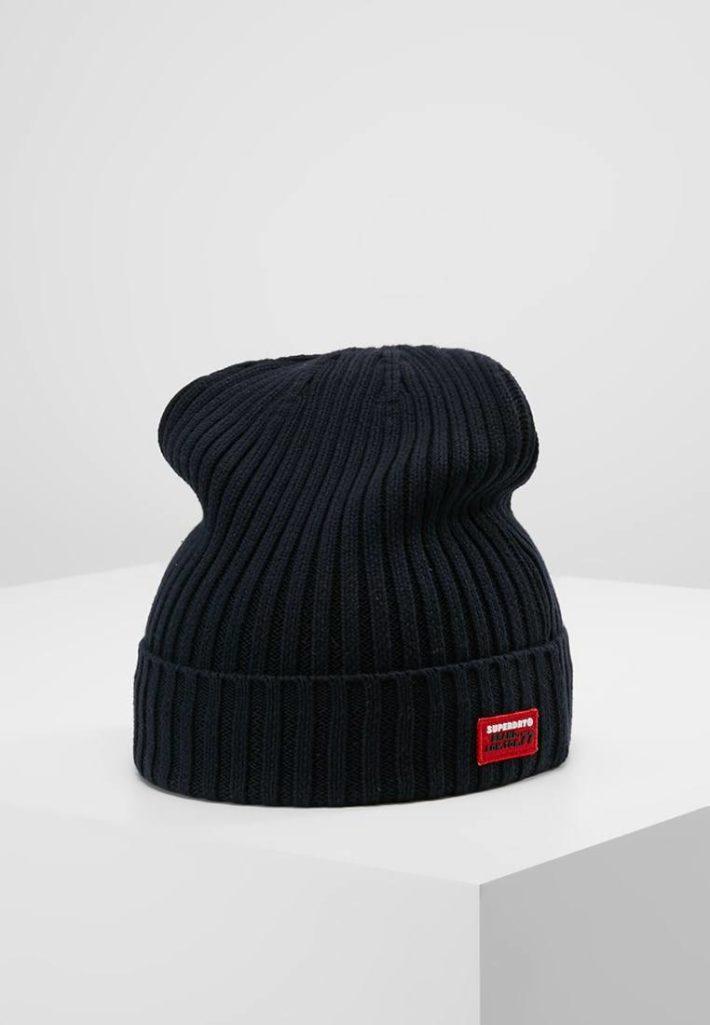 Женская спортивная шапка черная