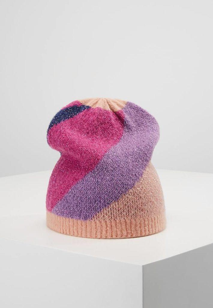 Женская шапка цветная