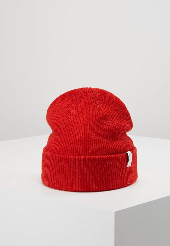 Женская шапка красная