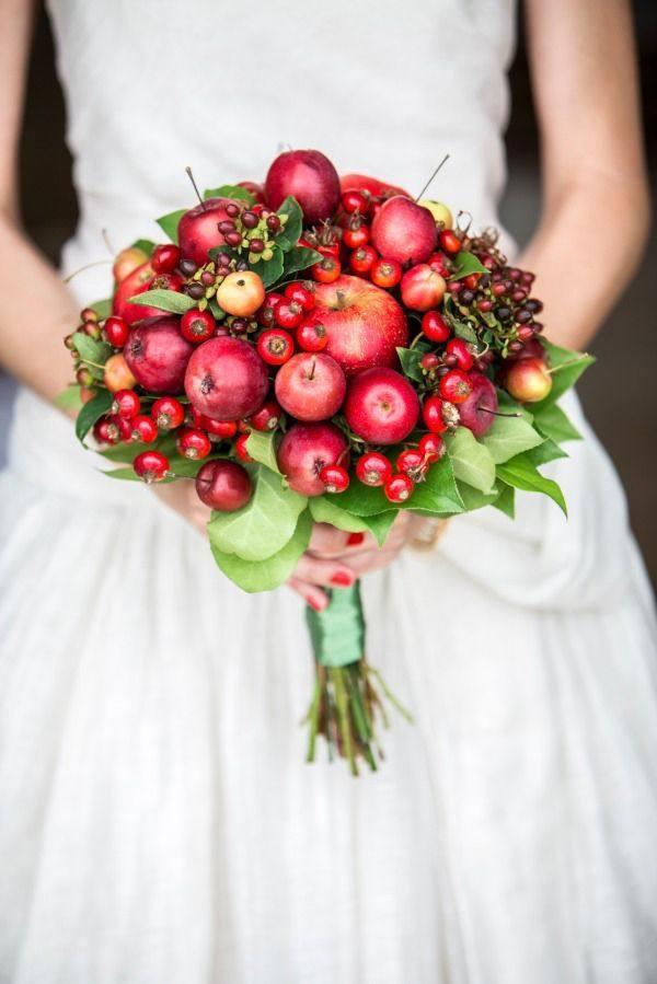 Свадебный букет из фруктов