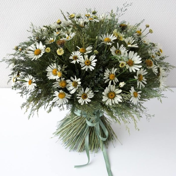 Свадебный букет из полевых цветов